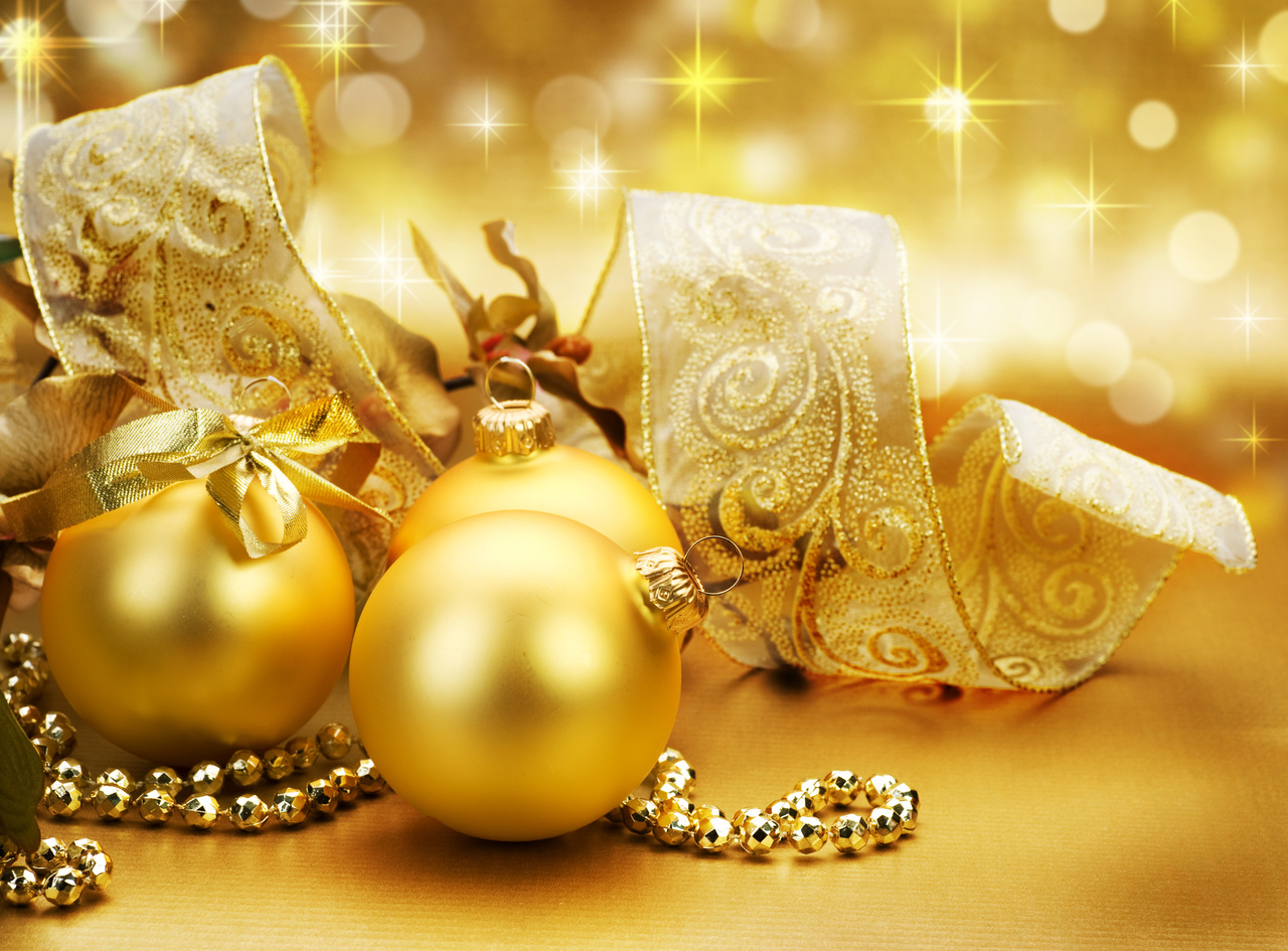 silver and gold christmas theme party - Yellow Christmas Decorations