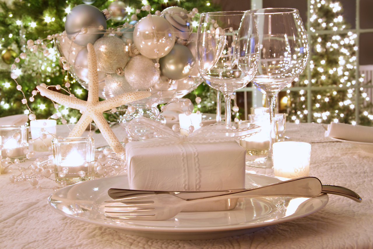 white christmas decorating - Christmas Table Decorations