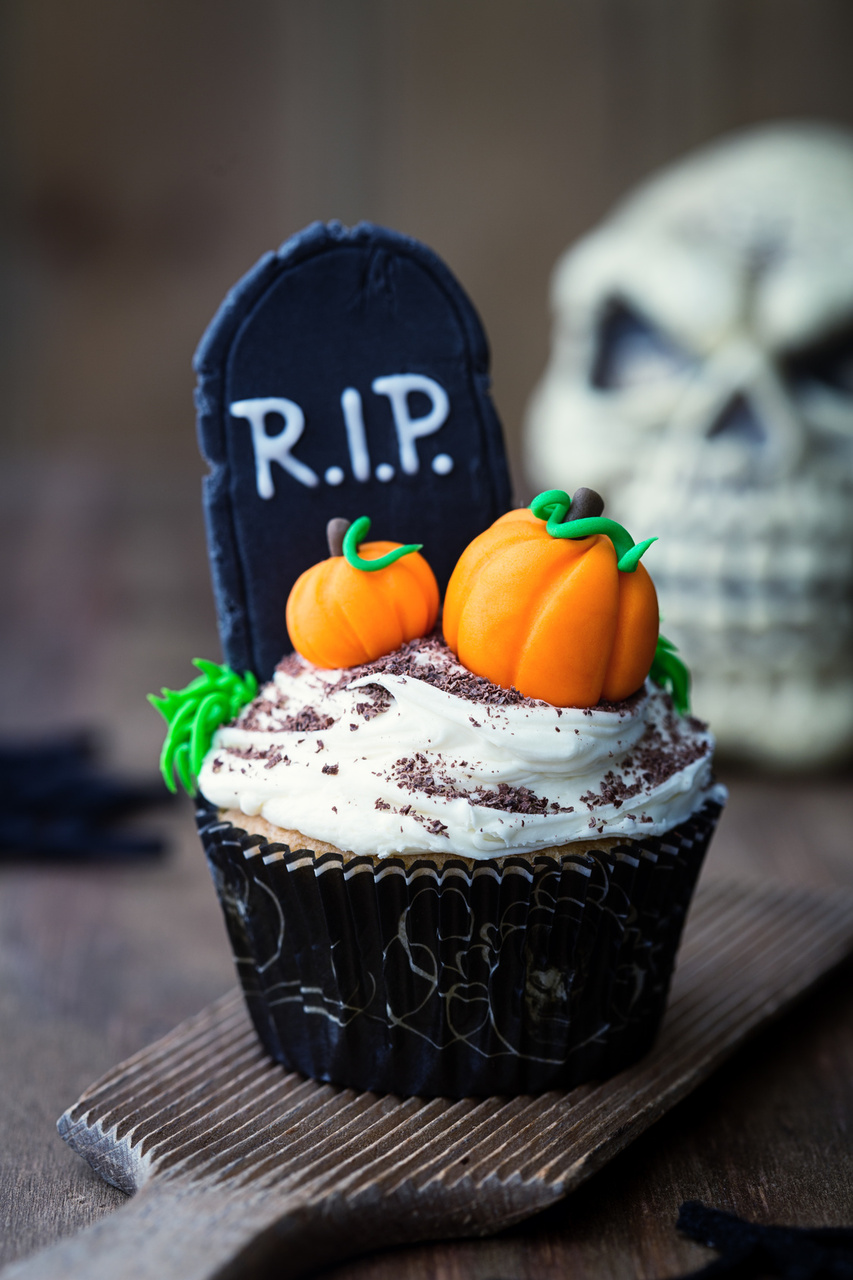 halloween cupcake ideas graveyard cupcakes - Cupcake Decorations For Halloween