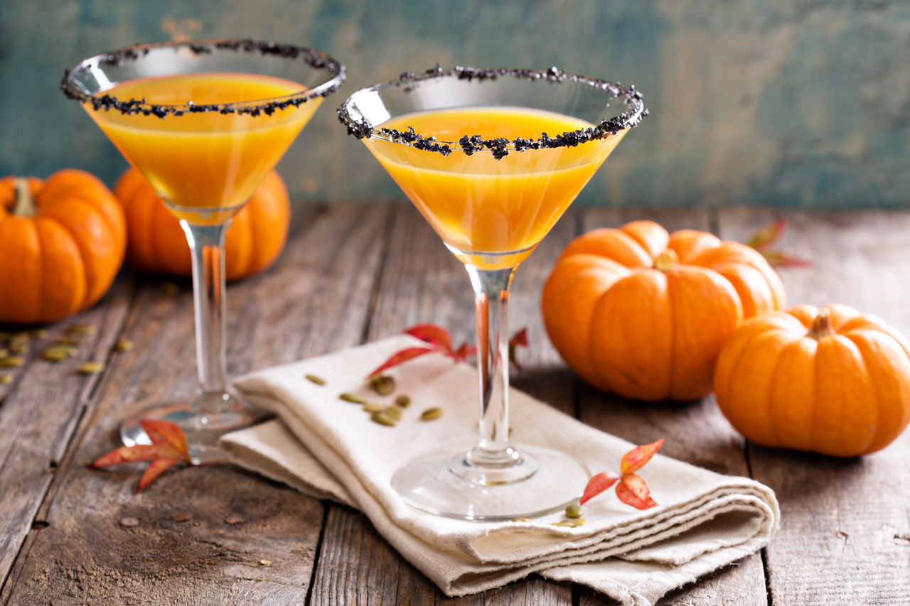 Pumpkini Cocktail Recipe for Thanksgiving or Friendsgiving