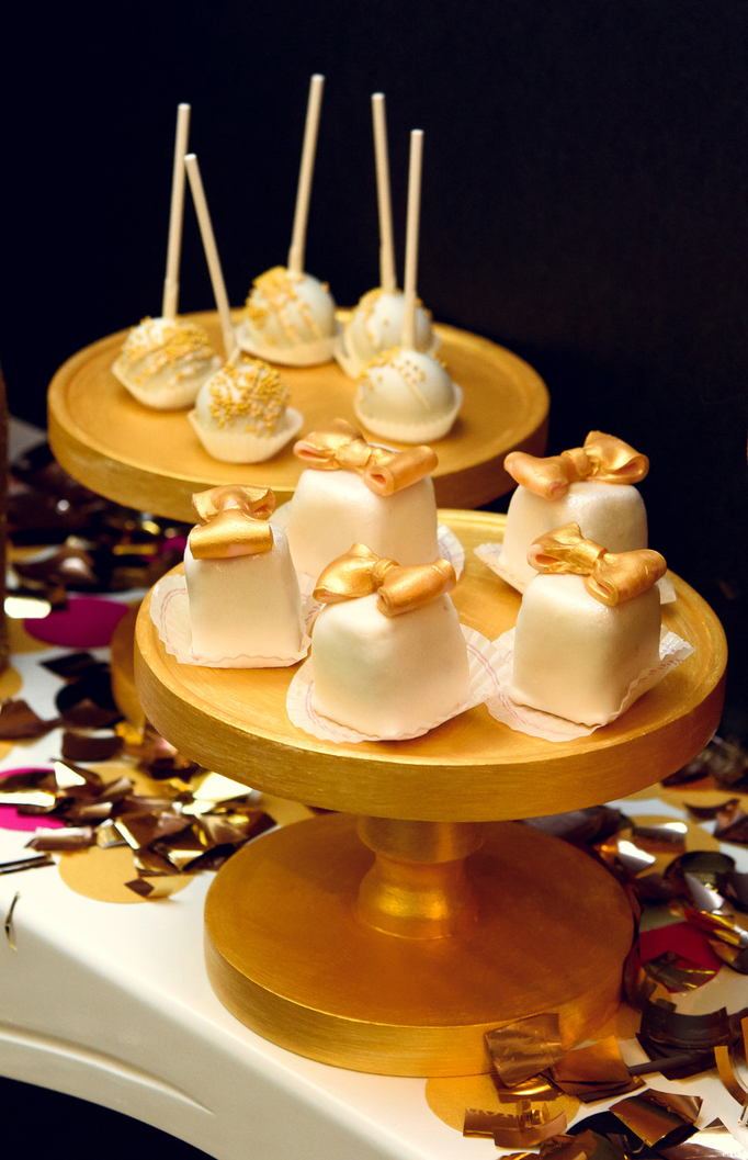 Oscars Party Planning Guide: Hollywood Stardust Cake Pops Recipe