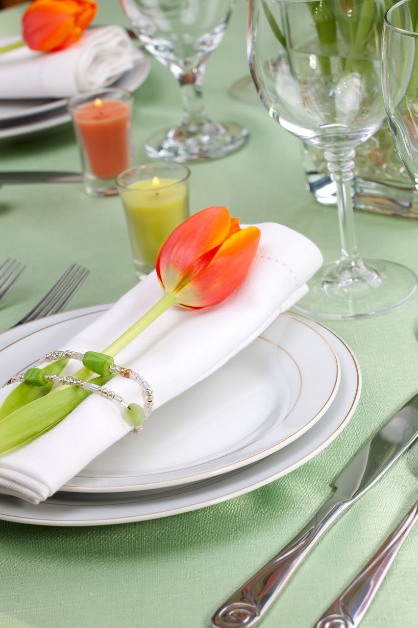 & Ideas for Beautiful Spring Party Table Settings