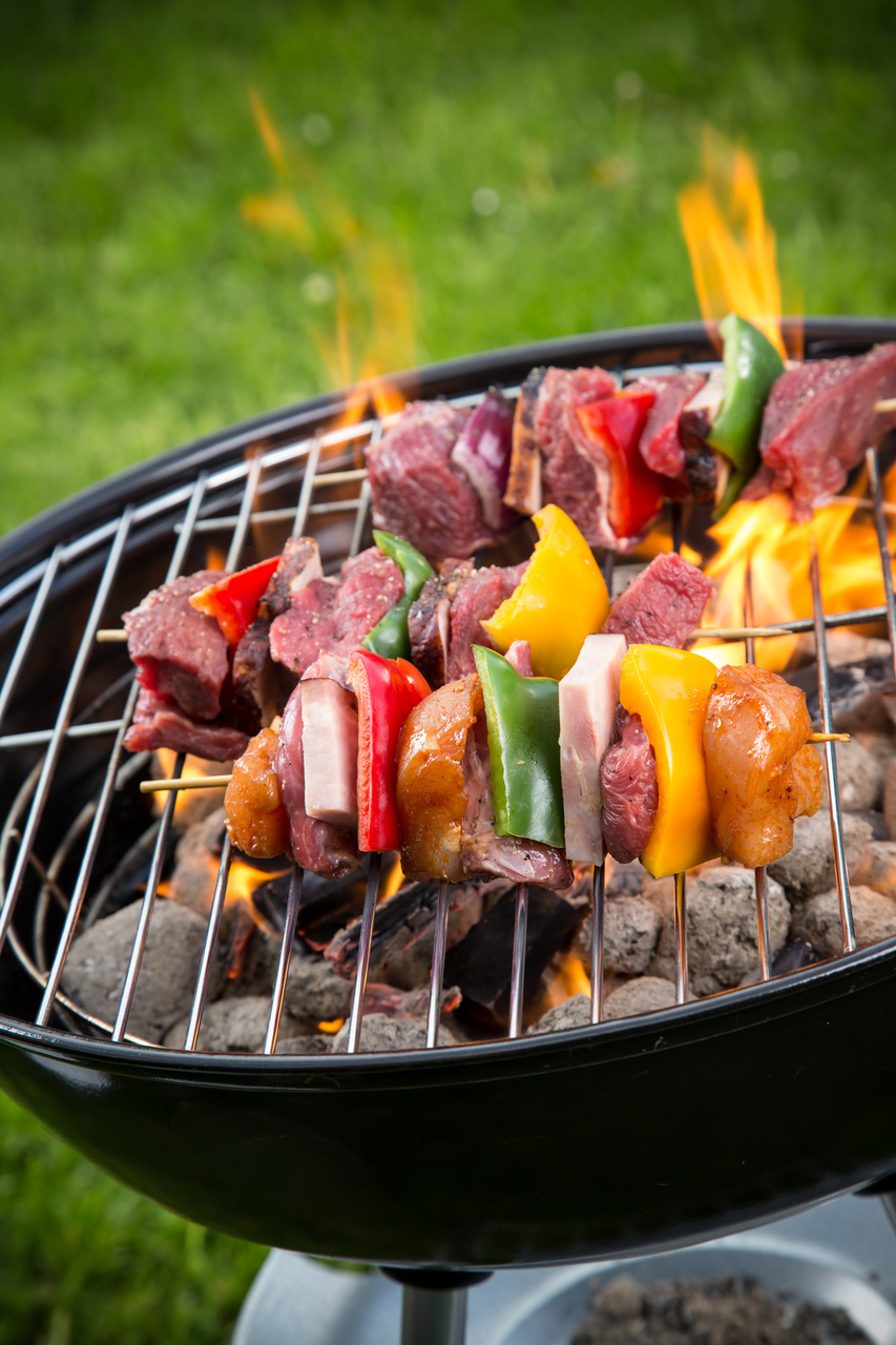 5 tips for hosting a neighborhood cookout